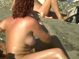 Thrilling Beach Spycam Scenes Of Sexy Naked People