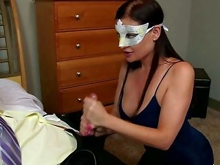 Masked Brown-haired Sovereign Syre Is One On One With A