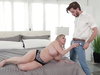 Dee Williams With Big Tits Likes Amazinf Romp With Her Horny Friend